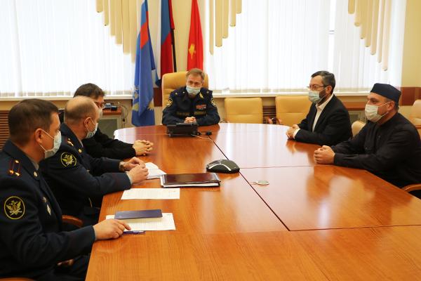 Заседание межрелигиозной рабочей группы возглавил начальник Управления Иван Прокопенко.