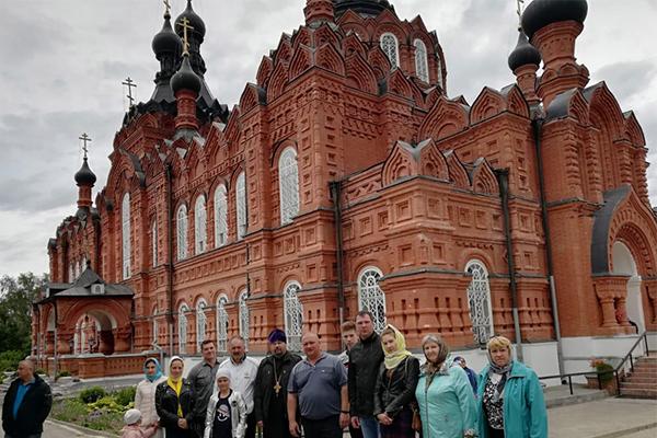 Во второй части поездки паломники посетили Казанскую Амвросиевскую ставропигиальную женскую пустынь - женский монастырь, расположенный рядом с деревней Шамордино Калужской области.
