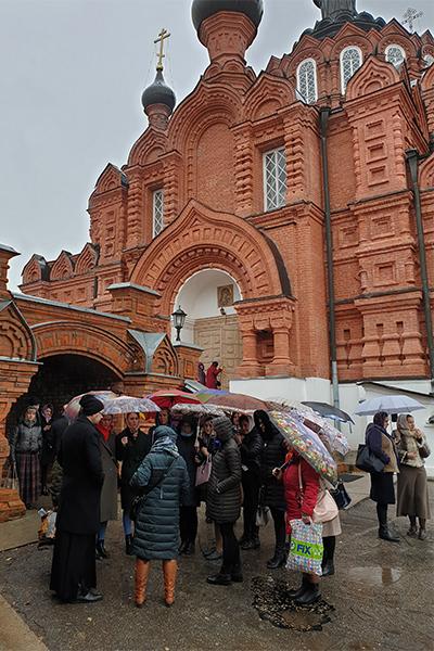 Во время экскурсии участники посетили главное здание Шамординского женского монастыря - Казанский собор и познакомились с его уникальной архитектурой.