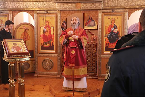 Во время литургии владыка обратился к присутствующим со словами проповеди