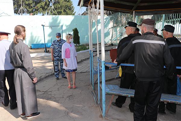 В щекинскую ИК-7 общественные наблюдатели Юлия Ситникова и Александр Крылов прибыли для проверки соблюдения условий содержания осужденных и проведения личного приема.