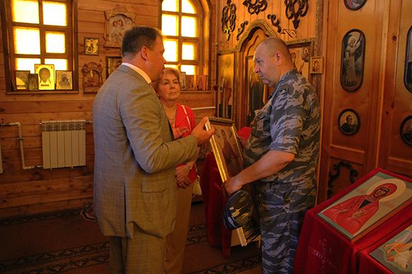 Вручая православную реликвию, символизирующую добро и благополучие, представители делегации пожелали, чтобы икона «Божья Матерь Афонская» покровительствовала подросткам