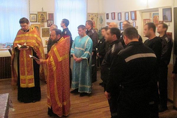 В Свято-Никольском храме, расположенном на территории ИК-2, был организован доступ всех осужденных, желающих приклониться к мощам и участию в чтении акафиста