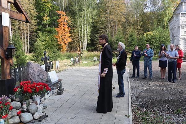 Сегодня сотрудники УФСИН России по Тульской области почтили память жертв репрессий в Тесницком лесу